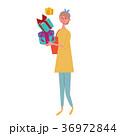 プレゼントを買う 女性 イラスト 36972844