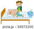 介護 清拭 お爺さんのイラスト 36973200