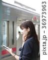 女性 聞く ビジネスウーマンの写真 36973963