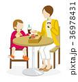 カフェ 食事 親子のイラスト 36978431