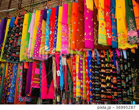 ミャンマーの民族衣装ロンジー 36995287