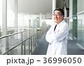 病院 医師 白衣の写真 36996050