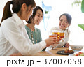 乾杯 ビール 人物の写真 37007058