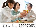 乾杯 ビール 人物の写真 37007063
