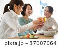 乾杯 ビール 人物の写真 37007064