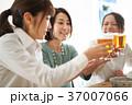 乾杯 ビール 人物の写真 37007066