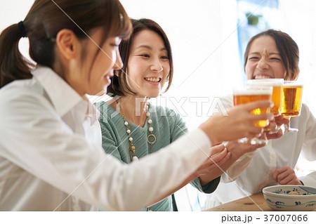 乾杯 ビール 飲み会 37007066