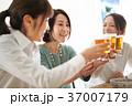 乾杯 ビール 人物の写真 37007179