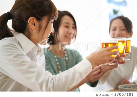 乾杯 ビール 飲み会 37007181
