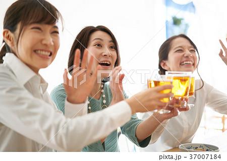 乾杯 ビール 飲み会 37007184