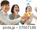乾杯 ビール 人物の写真 37007186