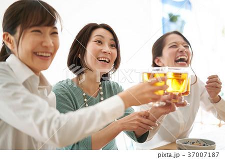 乾杯 ビール 飲み会 37007187