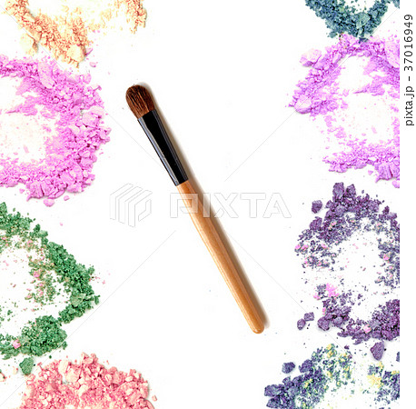 Make up blush with crushed powder cosmetic.の写真素材 [37016949] - PIXTA