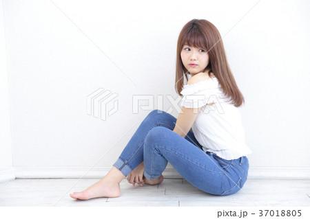 若い女性 ヘアスタイル 37018805