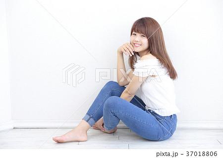 若い女性 ヘアスタイル 37018806