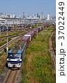 東京貨物ターミナルを出発するEF210 37022449