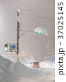 豪雪による交通マヒ 37025145
