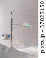豪雪による交通マヒ 37025150