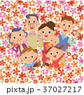 花畑にいる三世代家族 37027217