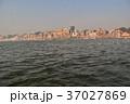 インドの世界遺産 ワラーナシーのガンジス川 小舟から見た街並みやガート 37027869