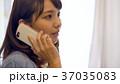 電話をしている女性 メモをとる  37035083