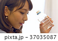 水を持つ女性 37035087