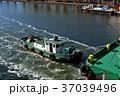 曳航されるタグボート 37039496