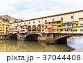 フィレンツェ ヴェッキオ橋 アルノ川の写真 37044408