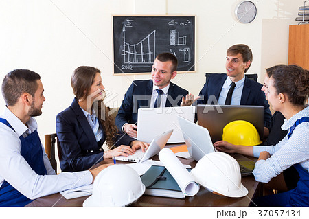 Architectural engineers discussing business project 37057434