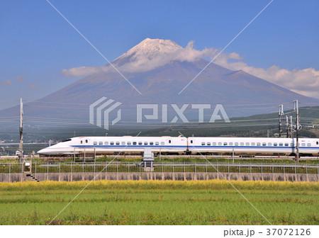 新幹線と富士山-5525 37072126