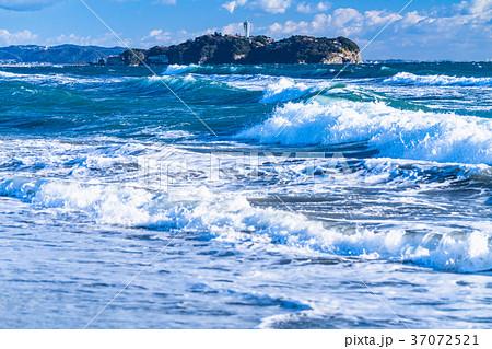 《神奈川県》江ノ島を望む・湘南海岸 37072521