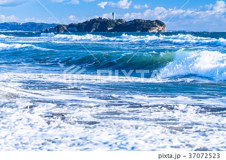 《神奈川県》江ノ島を望む・湘南海岸 37072523