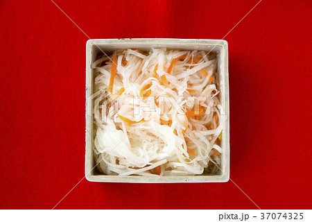 おせち料理(紅白なます) 37074325