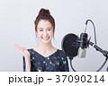 若い女性(ボーカルレッスン) 37090214