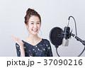 若い女性(ボーカルレッスン) 37090216
