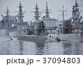 海上自衛隊・停泊中の潜水艦と駆逐艦 37094803