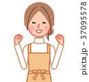 ガッツポーズをする女性 37095578
