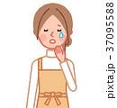 泣く女性 37095588