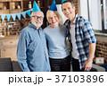 親子 家庭 老人の写真 37103896