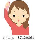 髪にスプレーする女性 37120861