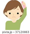 髪にスプレーする女性 37120863