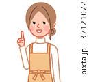 女性 主婦 指差しのイラスト 37121072