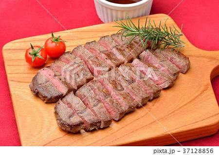 牛肉、部位はミスジ。牛肉ミスジのビーフステーキ、バル風盛り付け。 37128856