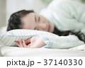 女性 寝る 20代の写真 37140330