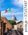 ローマ サンタンジェロ城から眺めるサン・ピエトロ大聖堂 37157497