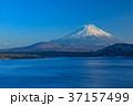 本栖湖 富士山 夕刻の写真 37157499