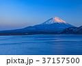 本栖湖 富士山 夕刻の写真 37157500