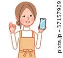 女性 主婦 スマートフォンのイラスト 37157969