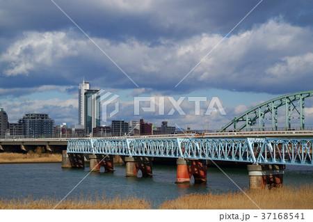 大阪市北区 冬の淀川と本庄水管橋 37168541