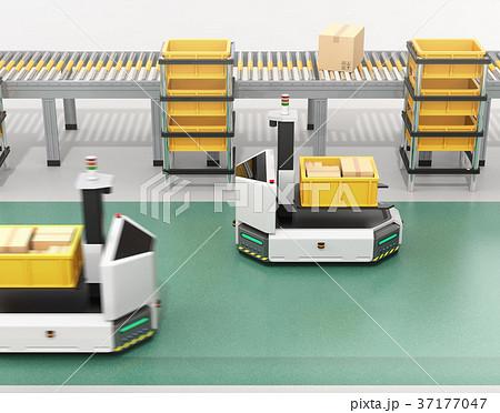 工場に部品箱を運んでいるフォークリフト型無人搬送車AGV。スマート工場のコンセプト 37177047